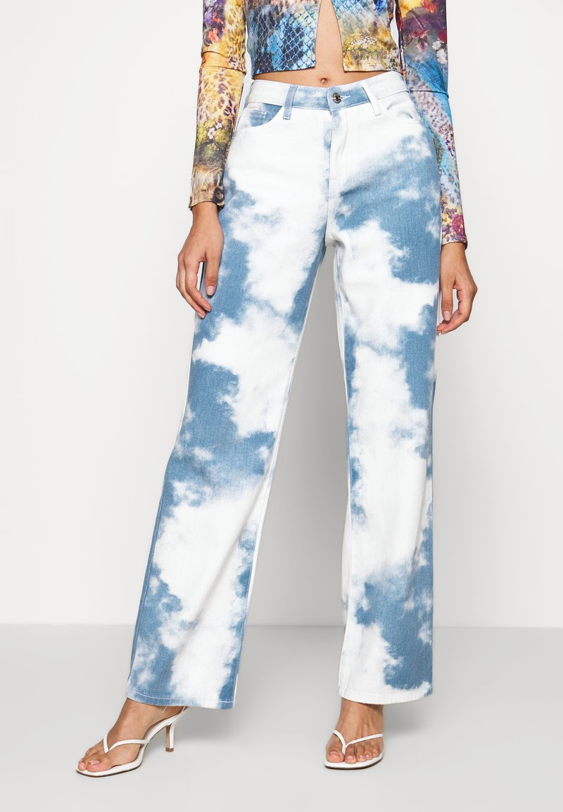 Jaded London - PRINTED SLOUCHY FIT CLOUD PRINT - Straight leg jeans - blue/white