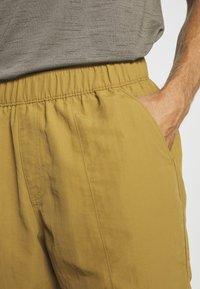 The North Face - MEN'S CLASS PULL ON TRUNK - Pantalones montañeros cortos - british khaki - 3