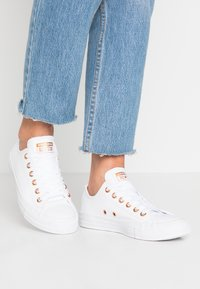 Converse - CHUCK TAYLOR ALL STAR - Sneakers laag - white - 0