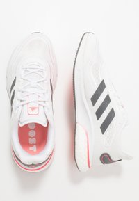 adidas Performance - SUPERNOVA - Neutrální běžecké boty - footwear white/grey five/signal pink - 1
