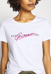 Guess - GENZIANA TEE - Print T-shirt - true white - 4