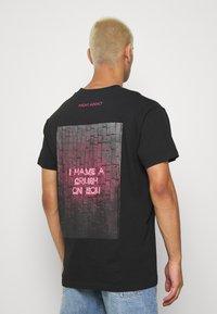 Night Addict - CRUSH - T-shirt med print - black - 0
