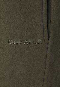 Casa Amuk - Tracksuit bottoms - olive - 2