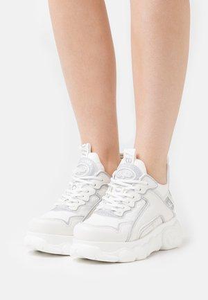 VEGAN CHAI - Trainers - white/silver