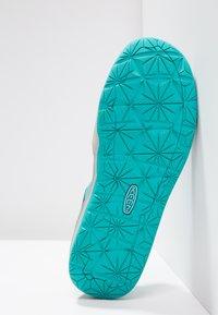 Keen - MOXIE  - Chodecké sandály - dress blues/viridian - 4