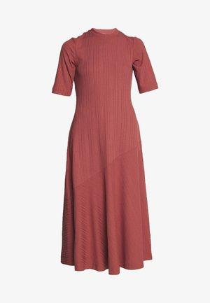HALLEY DRESS - Trikoomekko - rust
