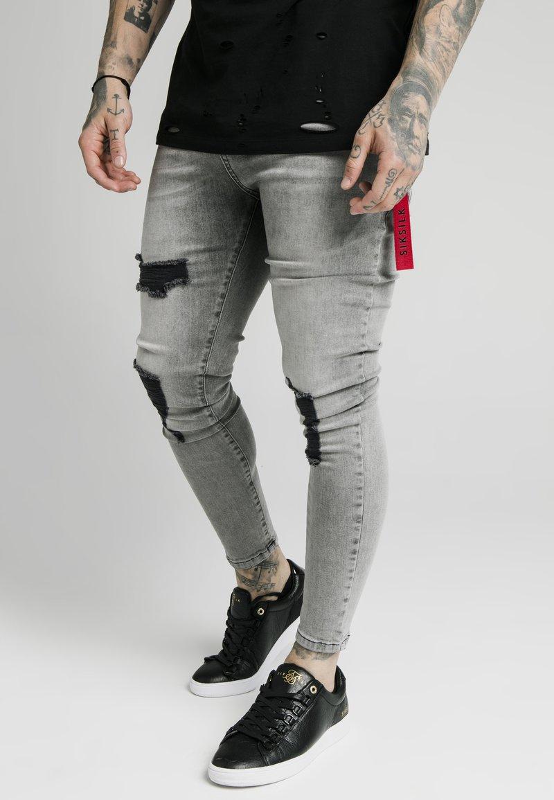 SIKSILK - DISTRESSED FLIGHT - Jeans Skinny Fit - snow wash
