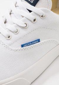 Jack & Jones - JFWMORK - Trainers - bright white - 5