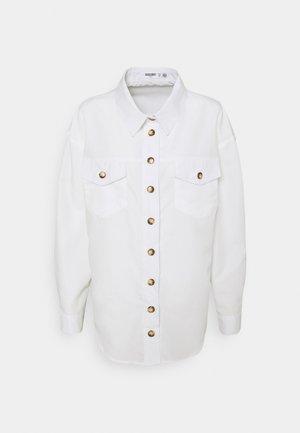 CONTRAST DOUBLE BUTTON POCKET - Skjorte - white