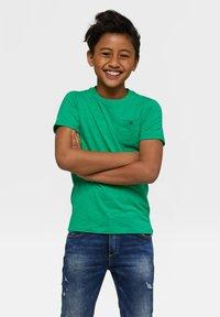 WE Fashion - WE FASHION JONGENS T-SHIRT - T-shirt basic - light green - 0