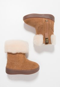 UGG - JORIE - Baby shoes - chestnut - 0