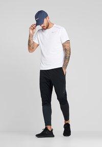 Nike Performance - DRY MILER - Print T-shirt - white/reflective silver - 1