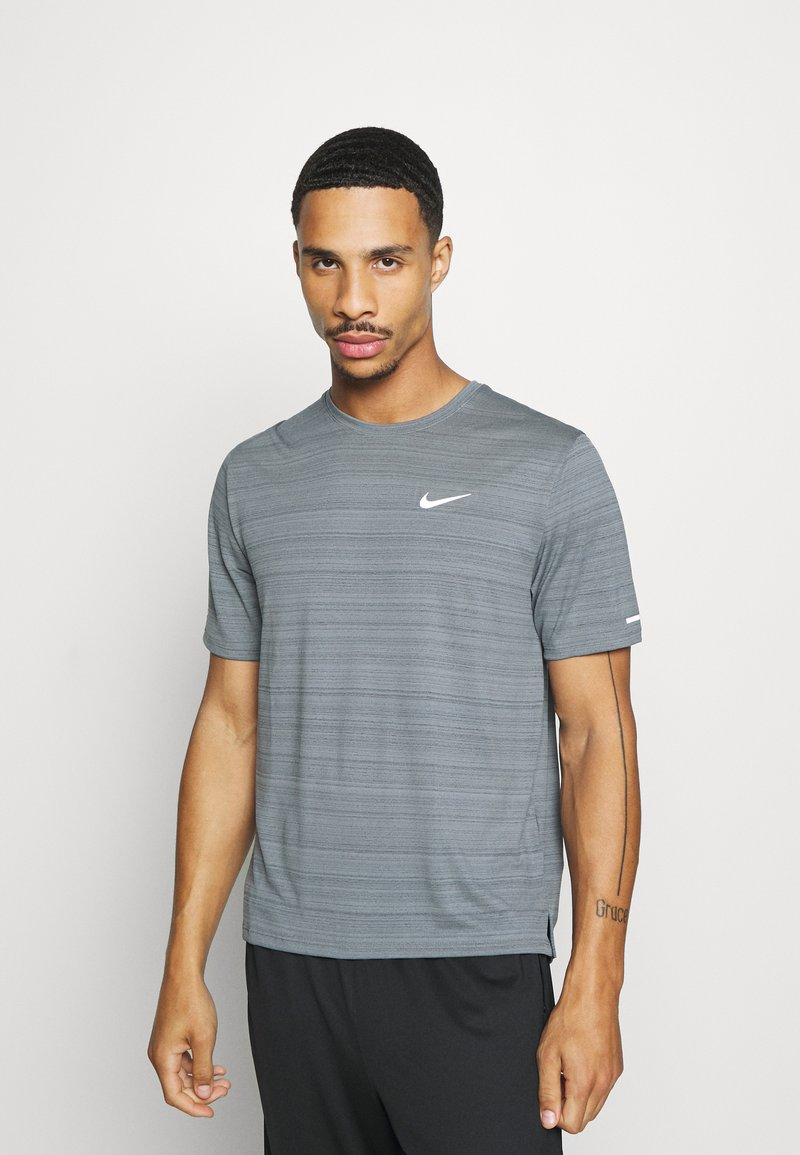 Nike Performance - MILER  - Print T-shirt - smoke grey/reflective silver