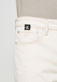 Calvin Klein Jeans - Džínové kraťasy - denim light - 4