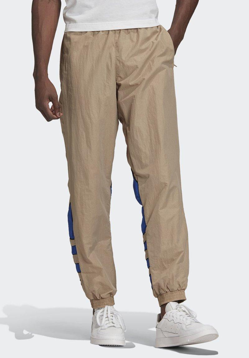 adidas Originals - BIG TREFOIL COLORBLOCK WOVEN TRACKSUIT BOTTOMS - Tracksuit bottoms - brown