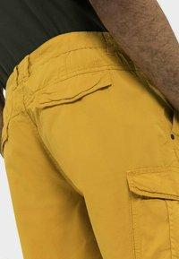 camel active - REGULAR FIT - Shorts - gold - 4