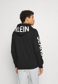 Calvin Klein Jeans - BOLD LOGO HOODIE - Felpa con cappuccio - black - 2