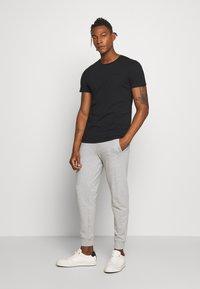 Peak Performance Urban - URBAN TEE - Basic T-shirt - black - 1