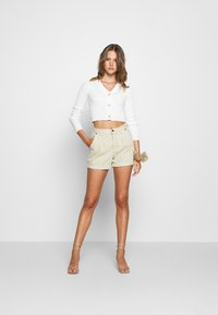 Missguided - CROPPED BUTTON - Gilet - cream - 1