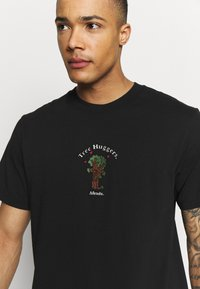 Afends - UNISEX TREE HUGGERS TEE - Print T-shirt - raven - 4