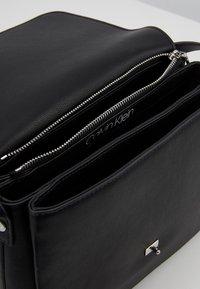 Calvin Klein - RETRO SHOULDER BAG - Torba na ramię - black - 4