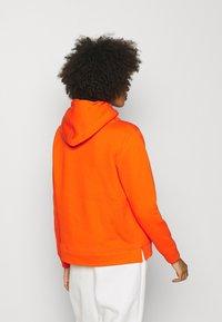 Tommy Hilfiger - HOODIE - Sweatshirt - princeton orange - 2