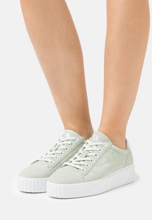 Trainers - soft green