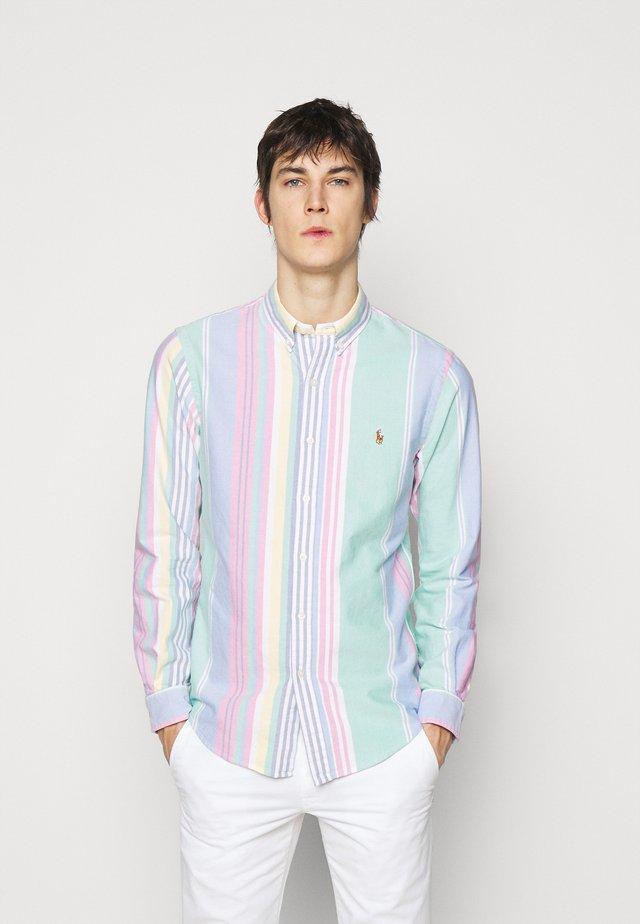 OXFORD SLIM FIT - Košile - green/pink