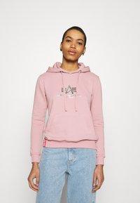 Alpha Industries - NEW BASIC HOODY PRINT - Sweatshirt - silver/pink - 0