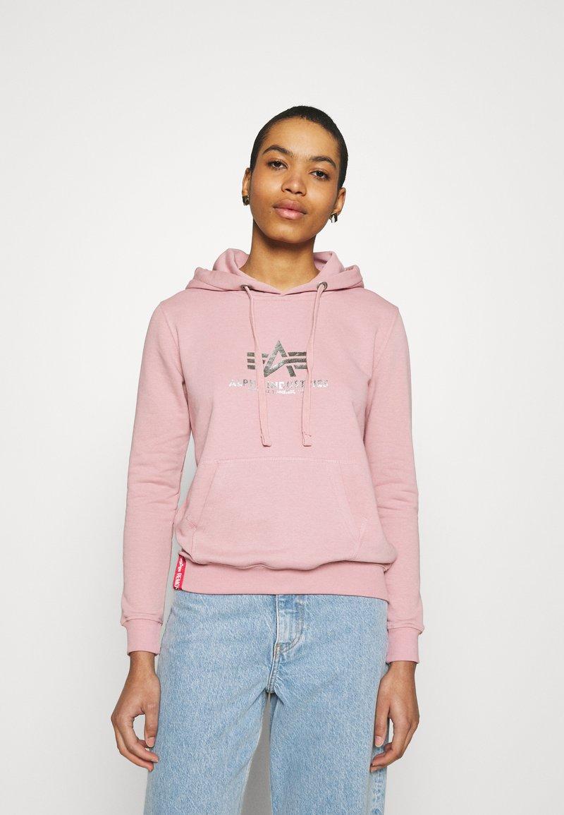 Alpha Industries - NEW BASIC HOODY PRINT - Sweatshirt - silver/pink