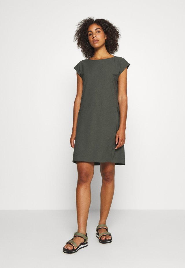 DAWN DRESS - Urheilumekko - willow green
