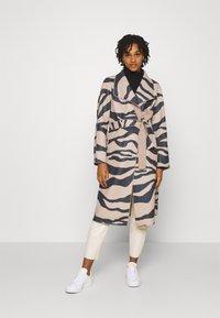 Vila - VIJUICE ZEBRA COAT - Classic coat - natural melange - 3