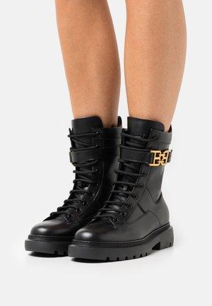 GIOELE FLAT - Šněrovací kotníkové boty - black