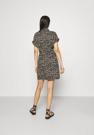 VMSIMPLY EASY SHIRT DRESS - Sukienka koszulowa - oatmeal