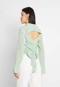 Fashion Union - HAMMER SHIRT - Blusa - light green - 2