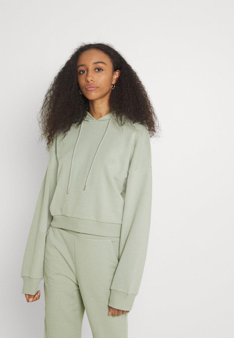 NU-IN - CROPPED HOODIE - Sweatshirt - green