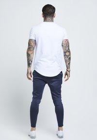 SIKSILK - SHORT SLEEVE GYM TEE - T-shirts - white - 2