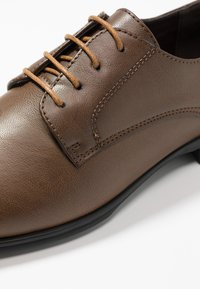 New Look - PLAIN FORMAL - Smart lace-ups - mid brown - 5