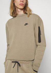 Nike Sportswear - Felpa - taupe haze/black - 3