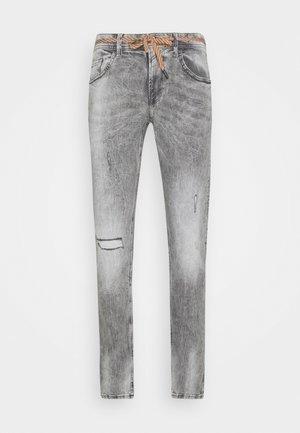 PIERS DESTROYED - Slim fit jeans - destroyed bleached black denim