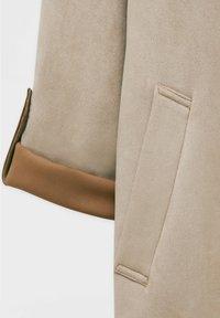 PULL&BEAR - Short coat - mottled beige - 5