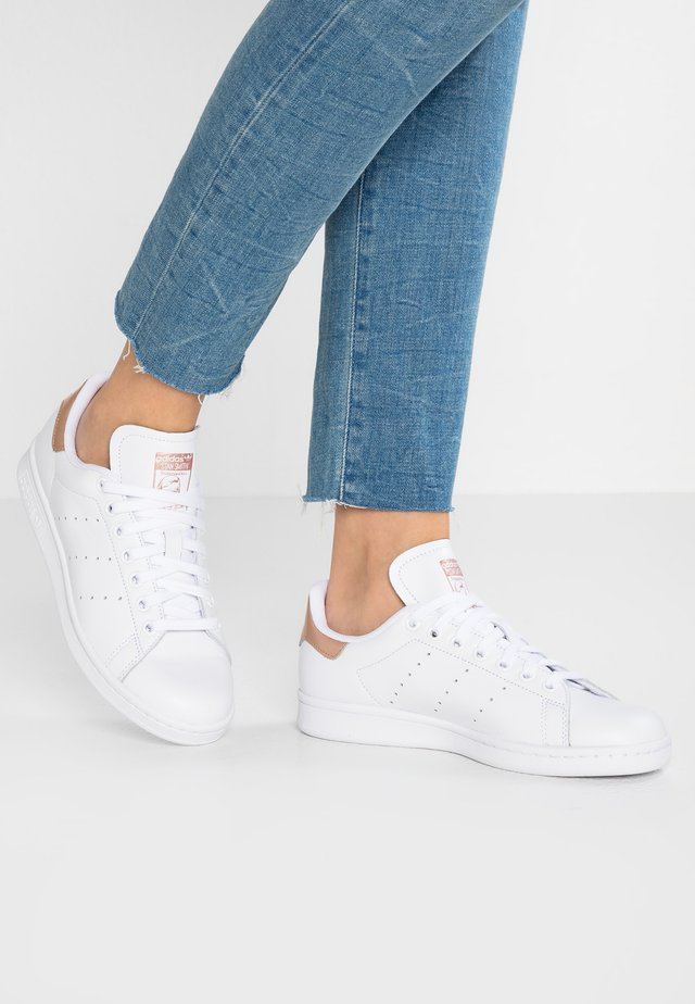 STAN SMITH - Sneakers basse - footwear white/rose gold metallic