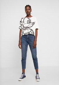 Desigual - LOVE MICKEY - T-shirts med print - blanco - 1