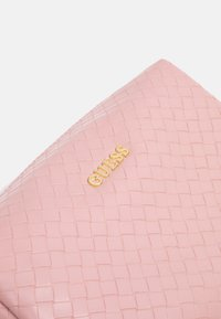 Guess - EMELYN LARGE TOP ZIP - Toalettmappe - rose - 3
