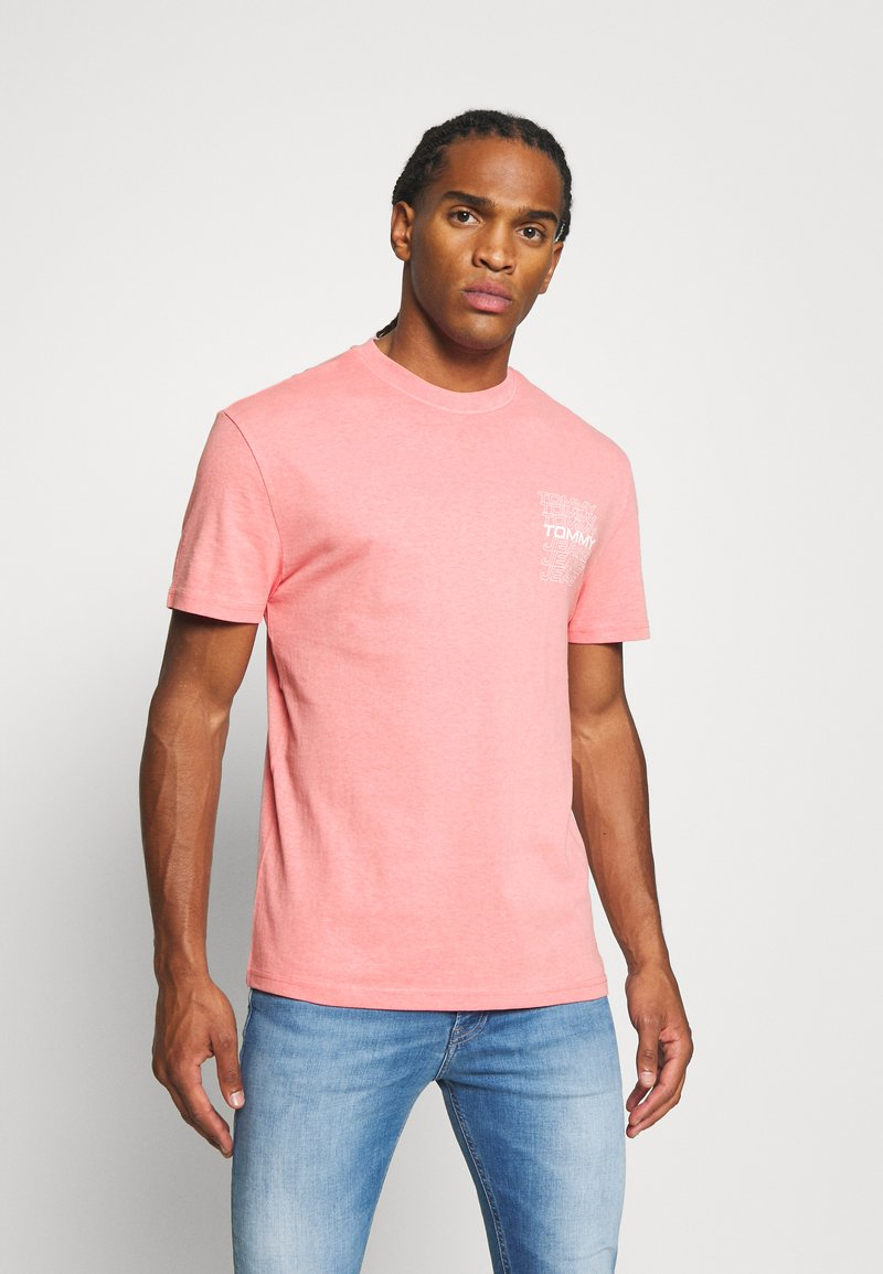 Tommy Jeans - REPEAT LOGO TEE - Print T-shirt - rosey pink