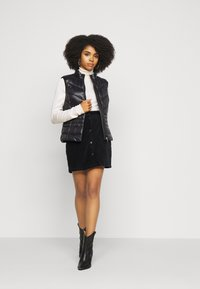 ONLY Petite - ONLFENJA LIFE BUTTON SKIRT - Mini skirt - black - 1
