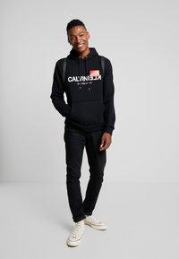 Calvin Klein - TEXT LOGO HOODIE - Hoodie - black - 1
