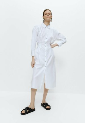 MIT ZIERFALTEN - Shirt dress - white