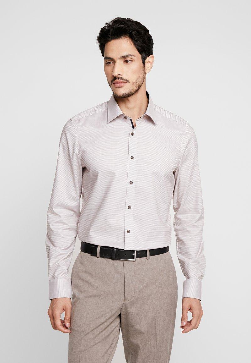 OLYMP - OLYMP LEVEL 5 BODY FIT  - Overhemd - nougat