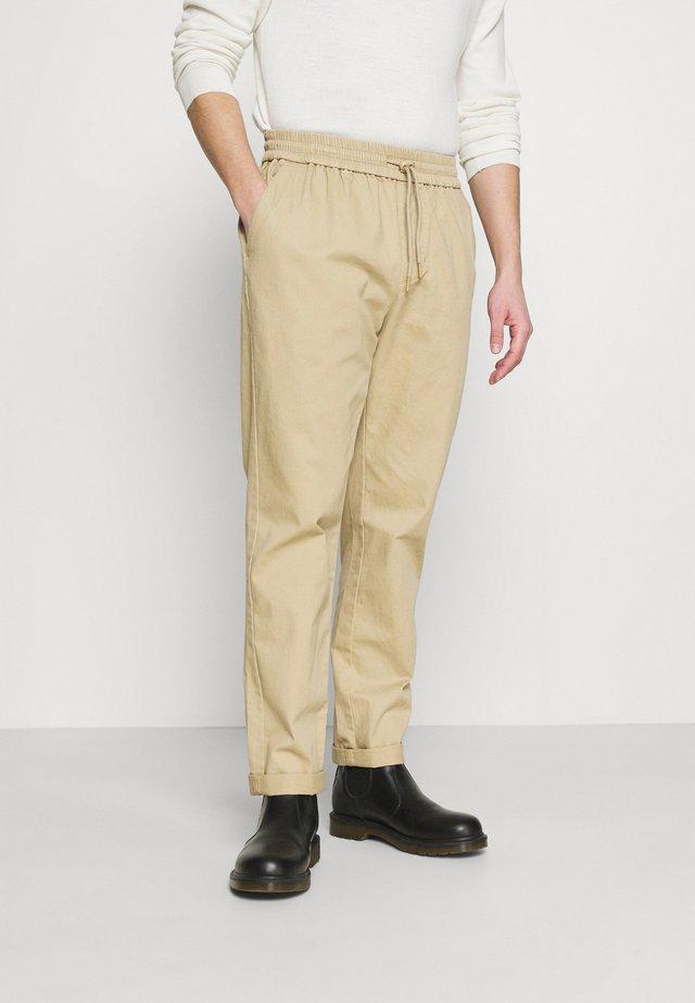 CASUAL TROUSERS - Pantaloni - khaki